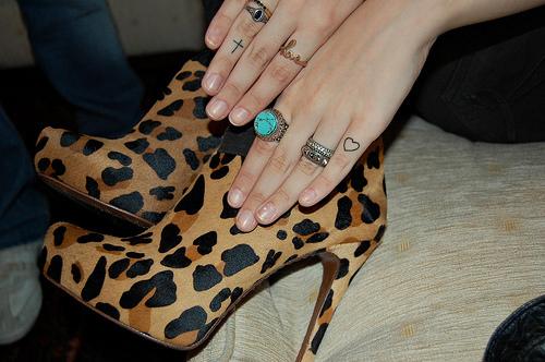 鞋子,戒指,纹身