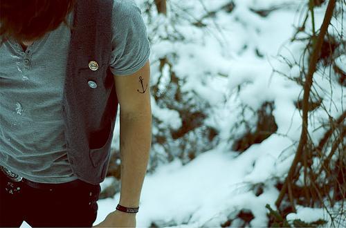 在雪中的锚