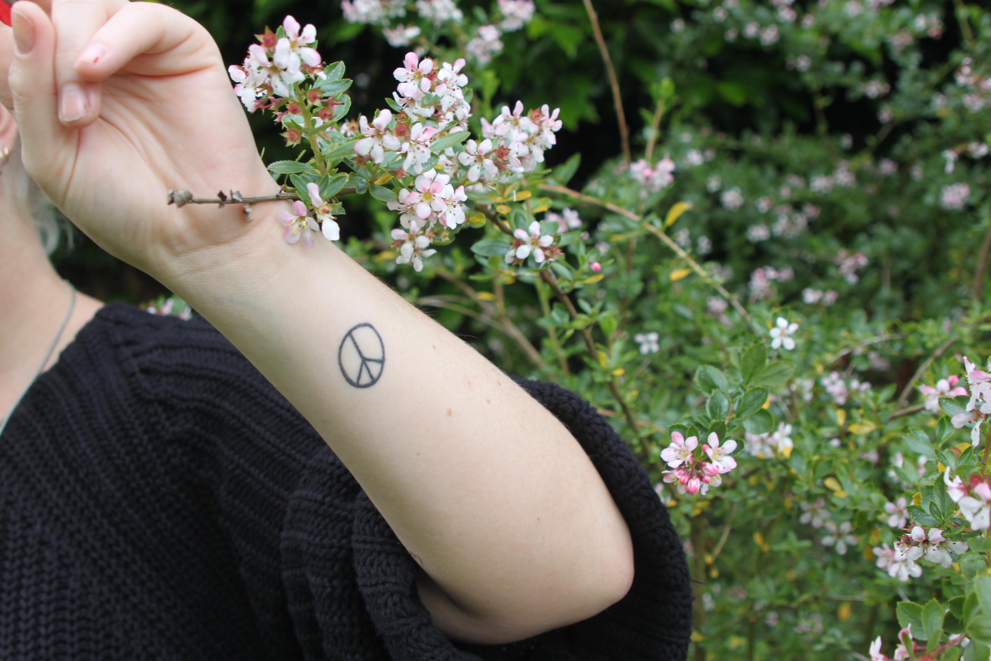 和平标志纹身